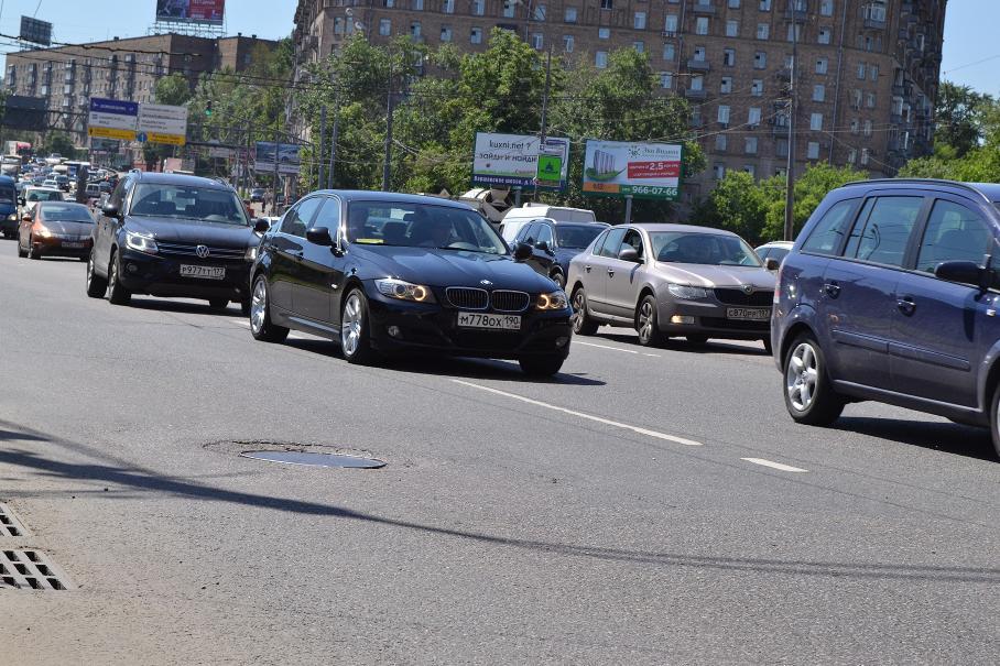 Названы самые пробочные московские дороги мая