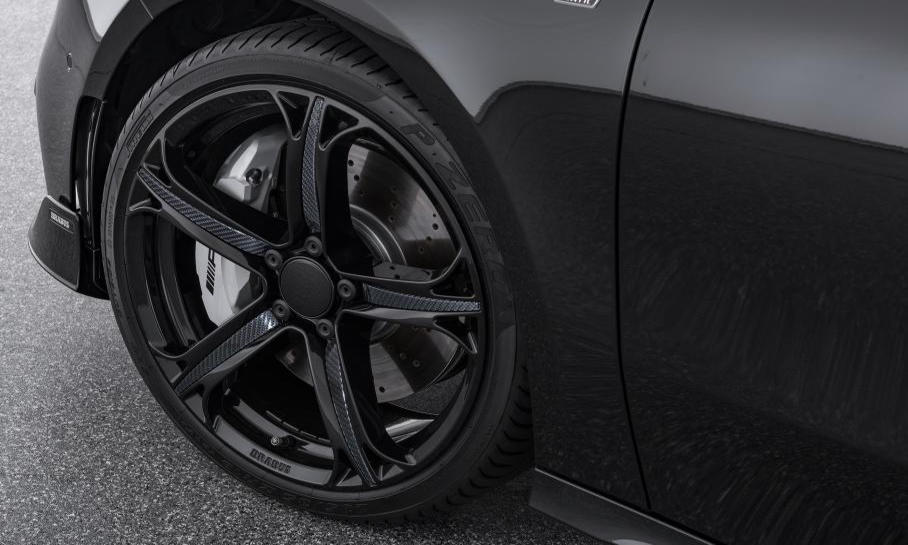 Хот-хэтч Mercedes-AMG A 35 «подтянулся» в динамике к BMW M140i
