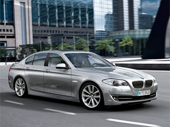 """Компания BMW представила новую """"пятерку"""""""