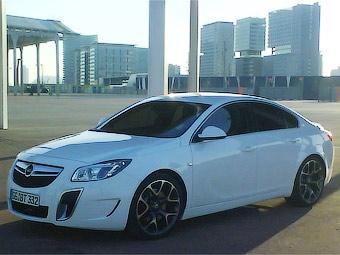 Самую мощную версию Opel Insignia сфотографировали без камуфляжа