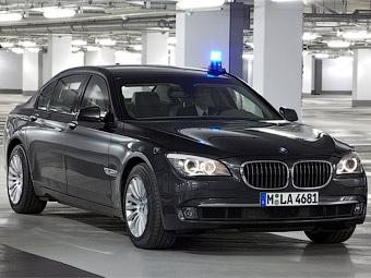 """Компания BMW защитила """"семерку"""" от гранат и бронебойных пуль"""