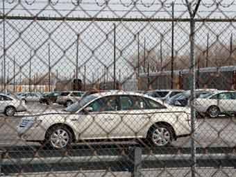 Продажи автомобилей в США упали на 50 процентов