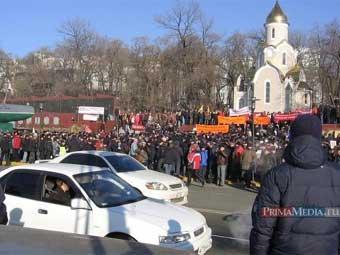 Приморские автомобилисты устроили акцию протеста против повышения пошлин