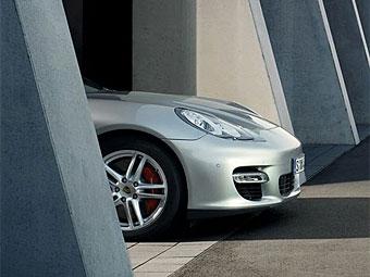 Компания Porsche частично рассекретила модель Panamera