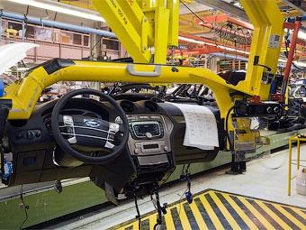 Производство автомобилей в России сократилось в семь раз