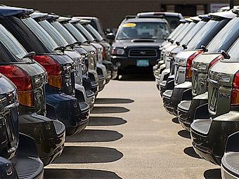 В апреле продажи новых автомобилей в России сократились на 53 процента