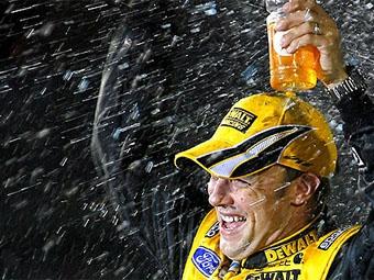 Мэтт Кенсет выиграл сокращенную гонку Daytona 500
