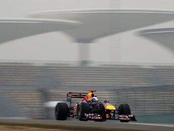 Пилоты Red Bull доминировали на свободных заездах Гран-при Китая