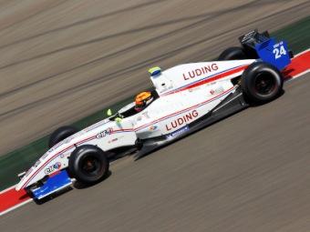 Мове финишировал пятым в первой гонке Формулы-Renault 3.5