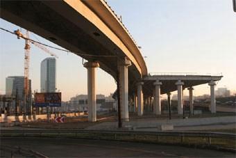 На МКАД построят новые съезды и разгонные полосы