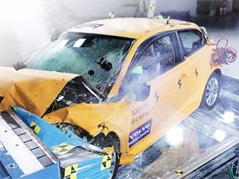 В Детройт привезли разбитый электрокар на базе Volvo C30