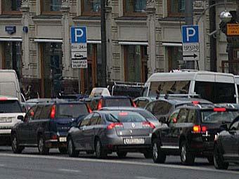 Московские власти призвали горожан сообщать о нелегальных парковщиках