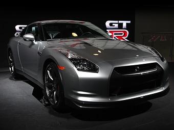 Nissan будет продавать суперкар GT-R в России
