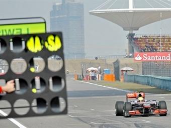 Льюис Хэмильтон стал быстрейшим на свободных заездах Гран-при Китая