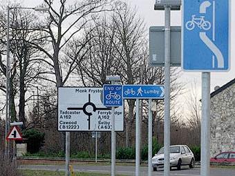 Британские водители предлагают убрать большинство дорожных знаков
