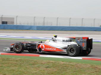 Столкновение гонщиков Red Bull помогло Льюису Хэмилтону выиграть Гран-при Турции
