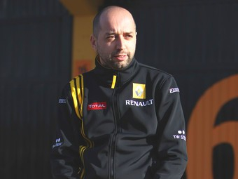 Владелец Renault F1 не исключил возможность замены Петрова на Райкконена