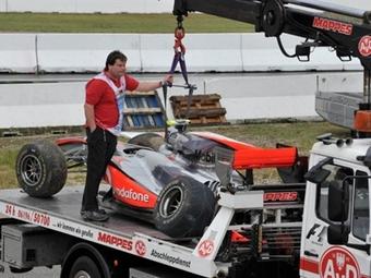 Льюис Хэмильтон разбил машину на свободных заездах в Германии