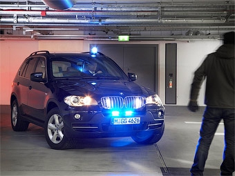 """Компания BMW защитила внедорожник X5 от выстрелов из """"Калашникова"""""""