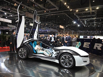 В Женеве показали прототип купе Alfa Romeo с 3,6-метровыми дверьми