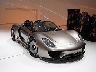 Компания Porsche привезла в Женеву гибридный суперкар