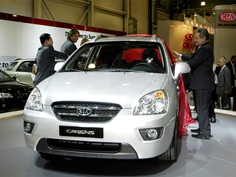 Компания KIA Motors представила новый Carens
