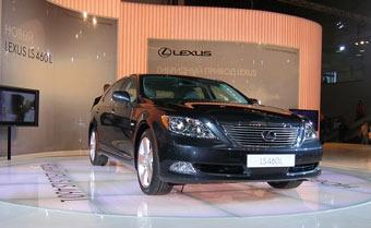 Lexus представил в России новый LS 460