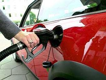 Бензин в России снова подешевел