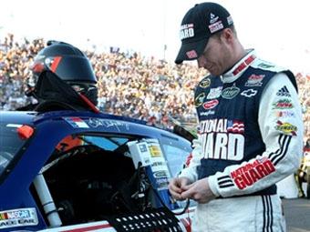 Ассоциация NASCAR условно наказала двух гонщиков за неспортивное поведение