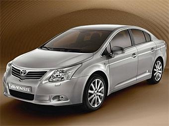 """Компания Toyota показала """"лицо"""" и интерьер нового Avensis"""