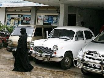 В Саудовской Аравии женщину арестовали за вождение автомобиля