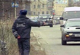 """Разговор с """"гаишником"""" обошелся водителю в 99950 рублей"""