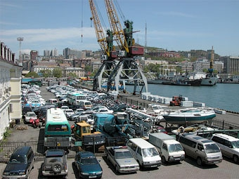 Импорт автомобилей через Дальний Восток сократился в 4,4 раза