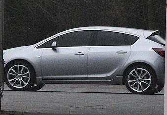 Opel Astra нового поколения сфотографировали без камуфляжа