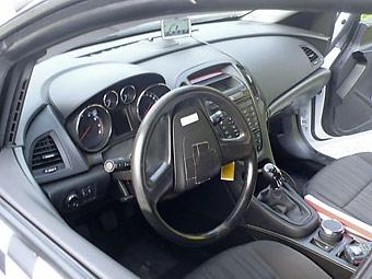 Фотографам удалось запечатлеть интерьер Opel Astra нового поколения