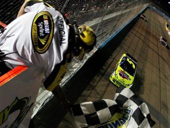 Восьмой этап NASCAR Sprint Cup выиграл 50-летний ветеран