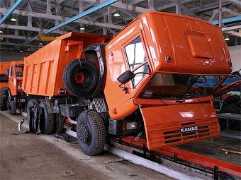 """""""КамАЗ"""" возобновил производство автомобилей"""