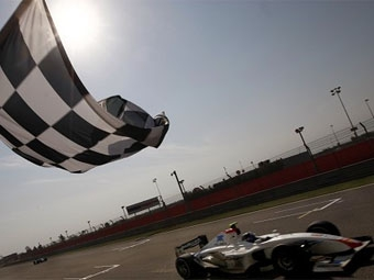 Серхио Перес выиграл вторую гонку GP2 Asia в Бахрейне