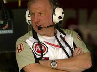 Глава команды Subaru Prodrive выжил при крушении вертолета