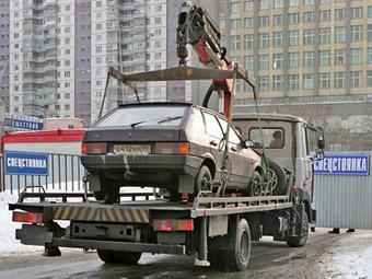 В Санкт-Петербурге эвакуировали автомобиль с ребенком внутри