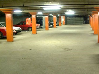 Москвич купил место на парковке за 100 тысяч евро