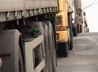 Во Владивостоке застряли 12 тысяч машин