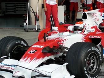 Toyota провела первые тесты гибридного болида
