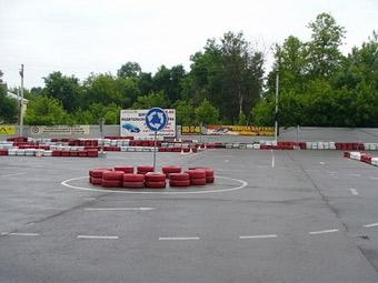 Экзамены на водительские права можно будет сдать на внедорожнике