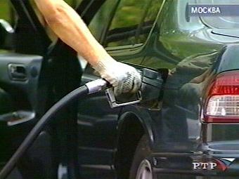 Бензин в России за неделю подешевел на два процента