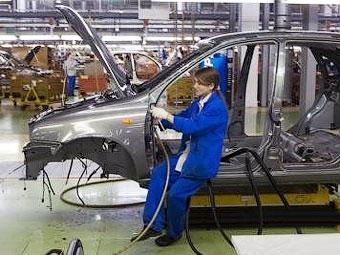 """""""АвтоВАЗ"""" заморозит зарплаты в обмен на сохранение рабочих мест"""