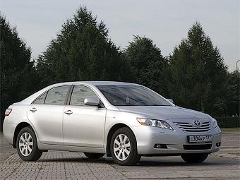 Компания Toyota заморозила курс доллара в России для пяти моделей