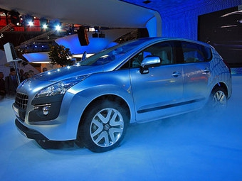 Peugeot показал в Париже прототип экономичного кроссовера Prologue