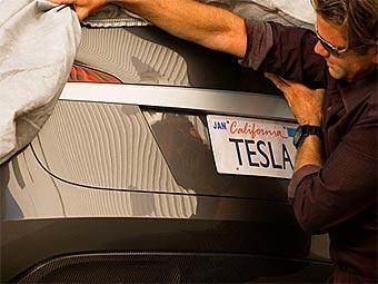 Компания Tesla показала первый снимок-тизер электрокара с кузовом седан