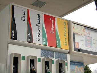 Руководитель ФАС предложил снизить цены на бензин еще на два рубля